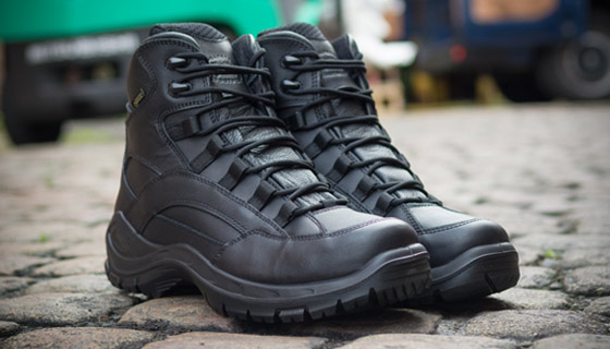 Jolly Patrol Mid Boot comes with ankle protection and Gore-Tex comfort.