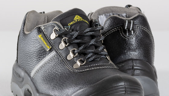 Montbrun S3 Safety Shoe offers excellent slip resistance, reinforced toe protection