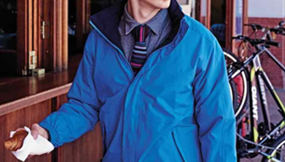 The amount of buttons on the placket is both a fashionable and practical choice.