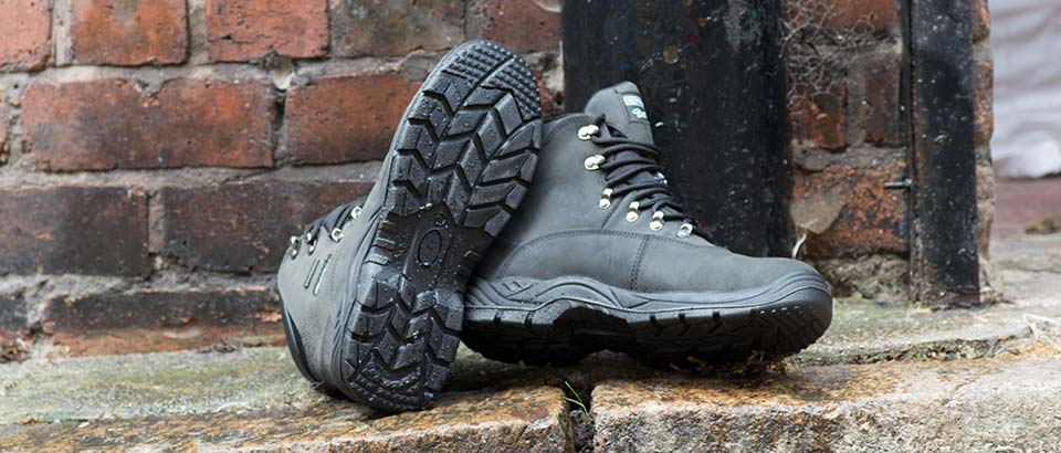 Wray Bros will help you choose the right Safety Shoe for the right environment.