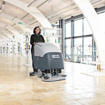 Large area cleaning scrubber dryer
